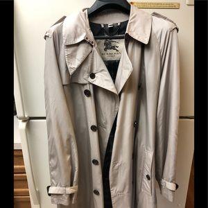 Men's light weight Burberry trench coat
